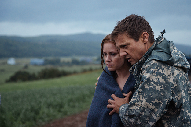 arrival-2016-movie-adams-renner-1.png